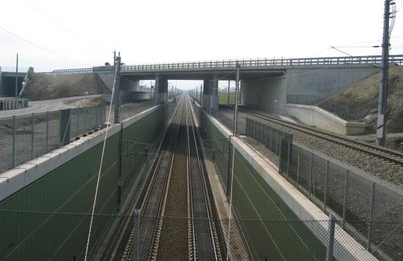 S33 und Wirtschaftswegüberführung über die Westbahn