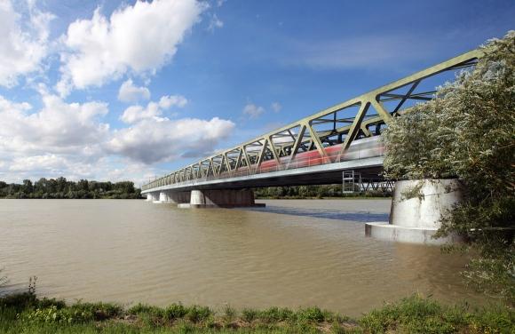 Eisenbahnbrücke über die Donau bei Tulln